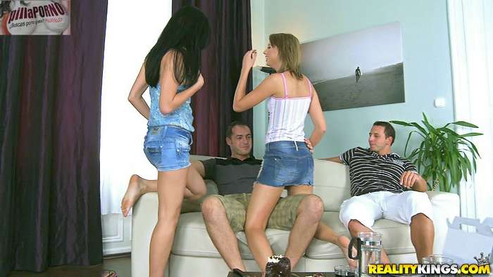 Las hermanas se intercambian los novios - foto 2