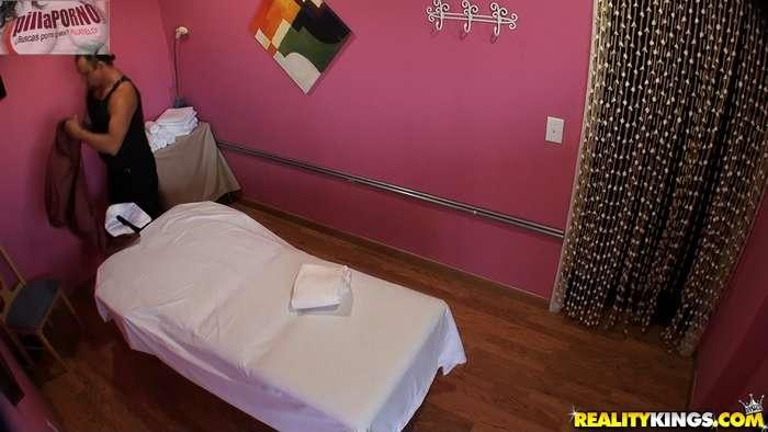 Camara oculta en la sala de masajes - foto 1