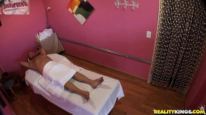 Camara oculta en la sala de masajes - foto 2