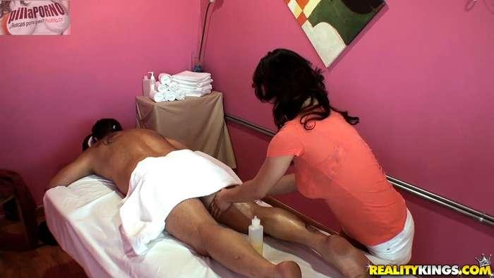 Camara oculta en la sala de masajes - foto 4