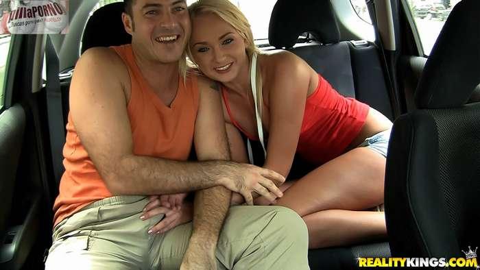 Una mamada rapida en el coche - foto 2