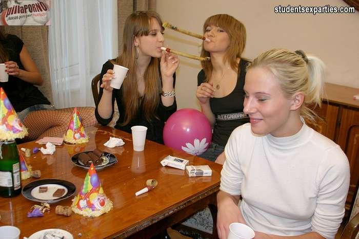Sexo en una fiesta de estudiantes - foto 1