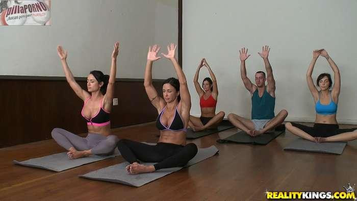 El profe de yoga se las folla a todas - foto 3