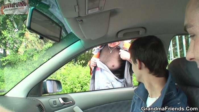 Mama follada en un descampado - foto 2