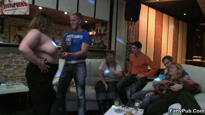 Fiesta en el pub con las amigas de mama - foto 3