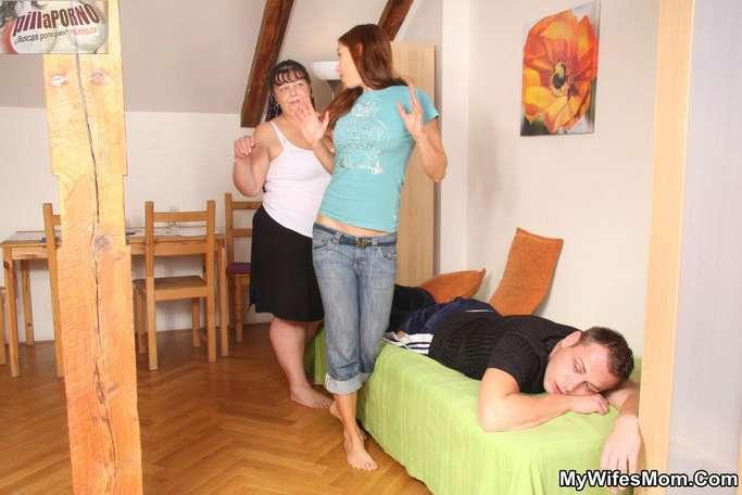 La madre de mi mujer me da un masaje - foto 3