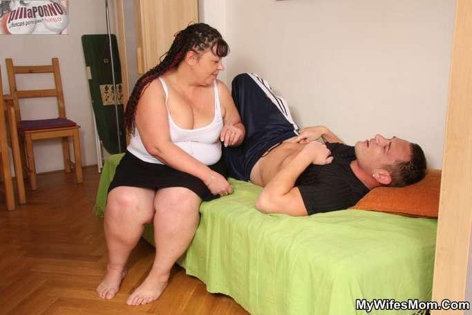 La madre de mi mujer me da un masaje - foto 5
