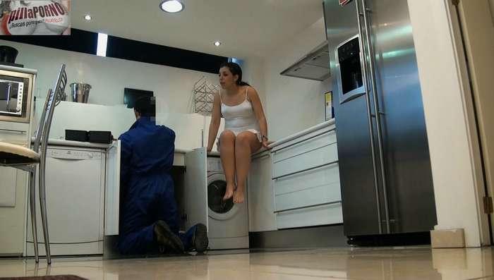 Joven madrileña seduciendo al fontanero - foto 2
