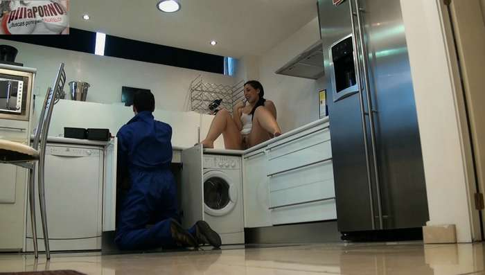 Joven madrileña seduciendo al fontanero - foto 4