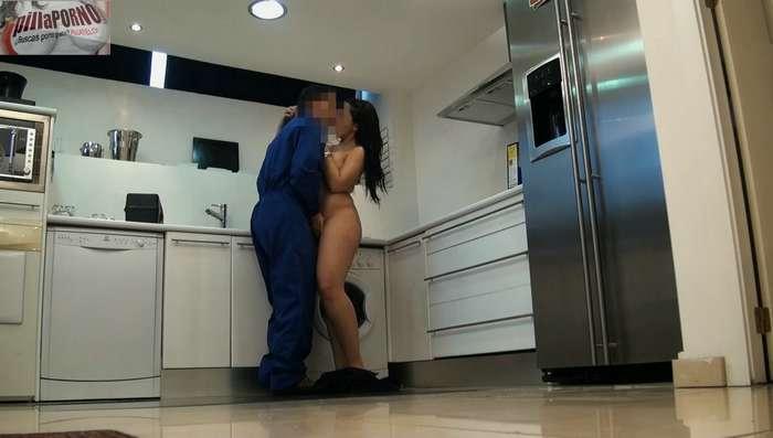 Joven madrileña seduciendo al fontanero - foto 5