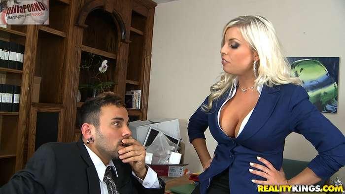 Le gusta follarselos en su despacho - foto 3