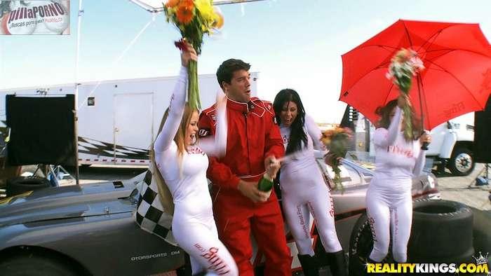 Las cachondas azafatas del circuito de carreras - foto 3