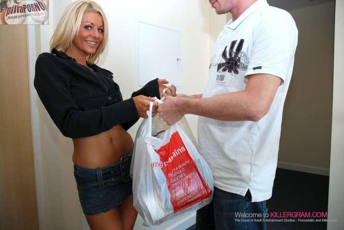 Madura seduce al chico del supermercado - foto 1