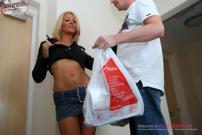 Madura seduce al chico del supermercado - foto 2