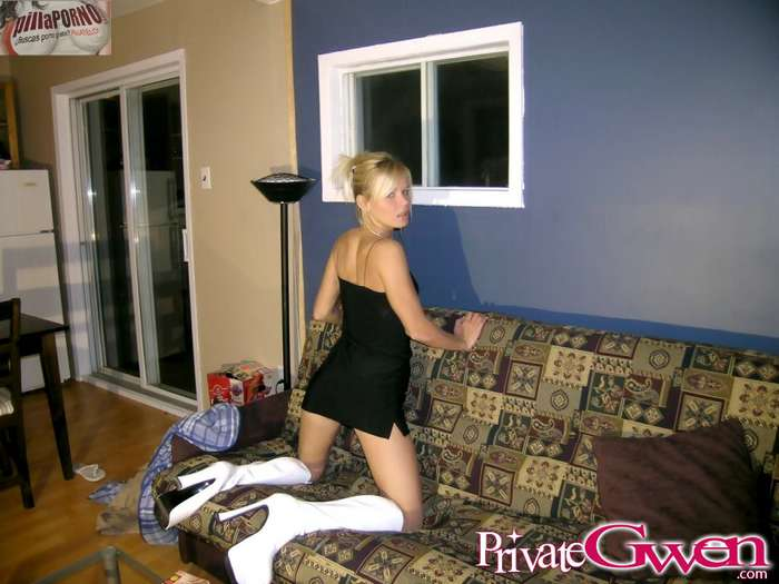Chica erasmus se desnuda ante una webcam - foto 1