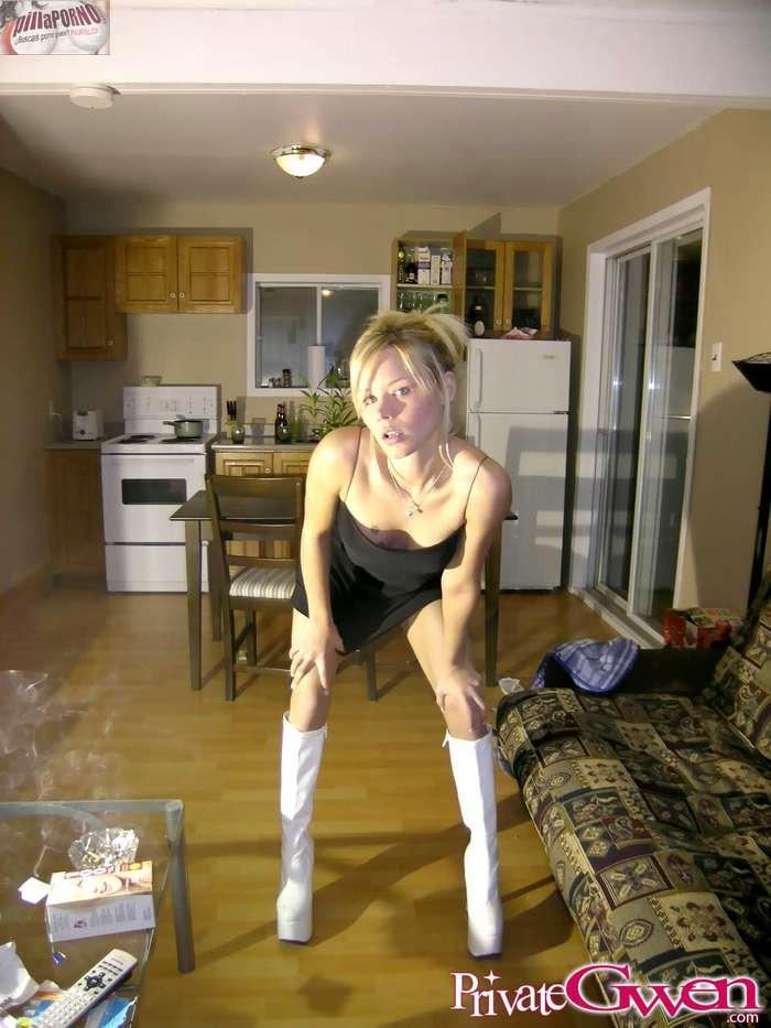 Chica erasmus se desnuda ante una webcam - foto 2