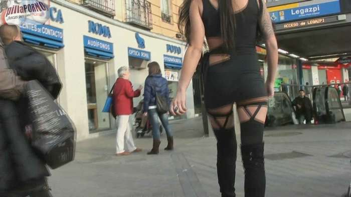 Raquel buscando sexo por las calles de Madrid - foto 1