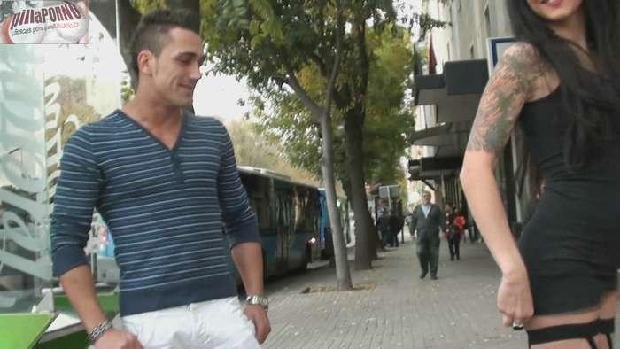 Raquel buscando sexo por las calles de Madrid - foto 3