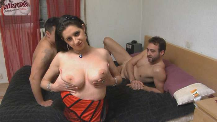 Sonia: virgen de culo en su 1ª doble penetración - foto 2