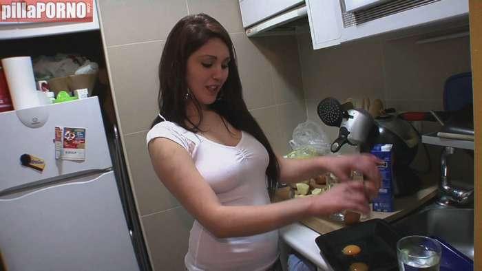 Mujer española complaciendo a su macho - foto 3