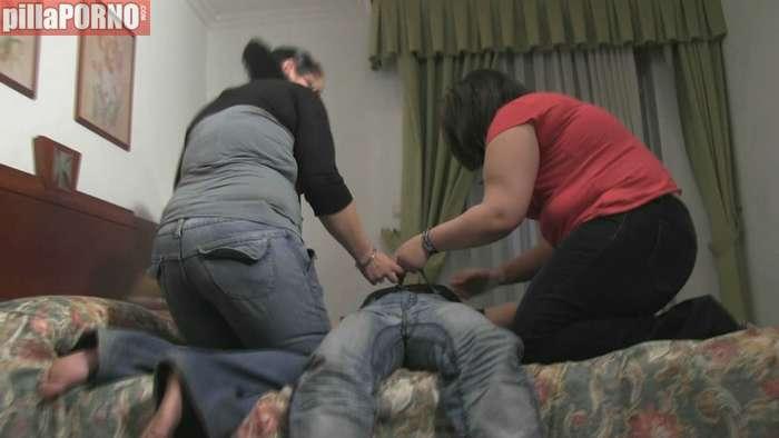 Se folla a su novia y a una amiga por la crisis - foto 2