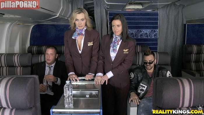 El morbo de liarte con una azafata de avión - foto 2