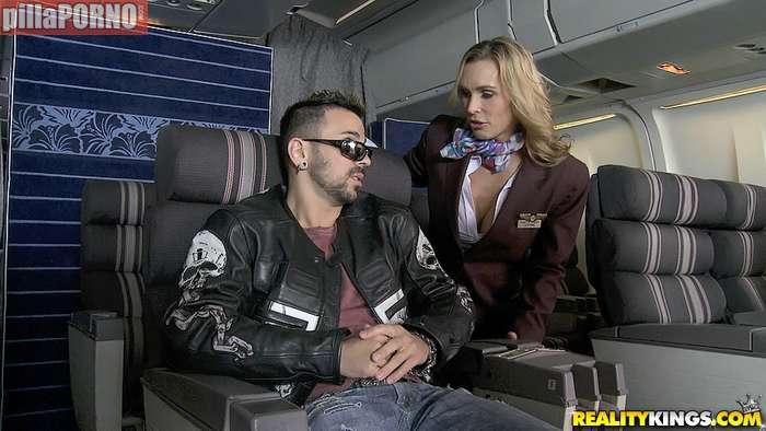 El morbo de liarte con una azafata de avión - foto 3