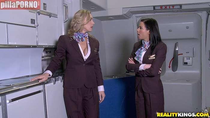 El morbo de liarte con una azafata de avión - foto 4