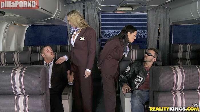 El morbo de liarte con una azafata de avión - foto 5