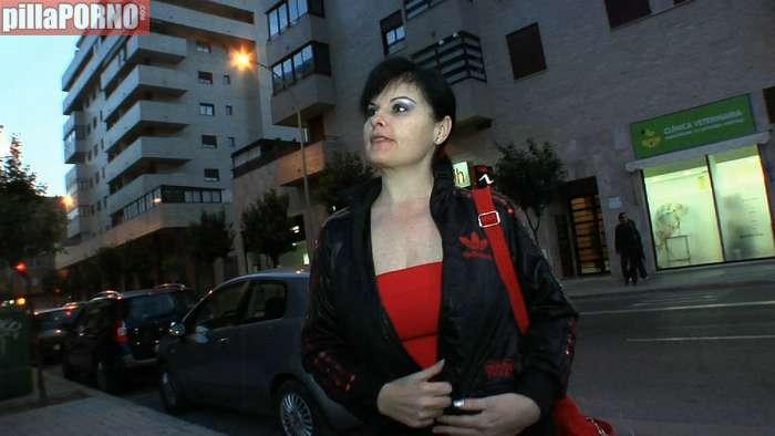 La madura española que solo folla con jovencitos - foto 1