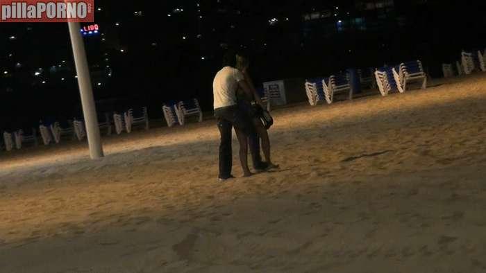 Guiri borracha follada en la playa de Benidorm - foto 1