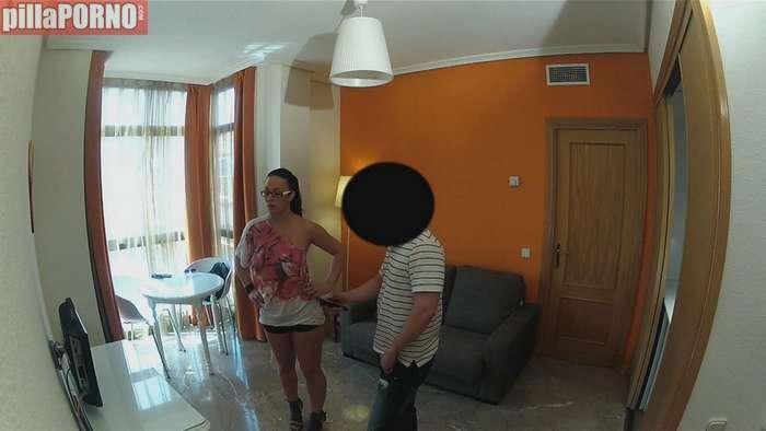 Vecinita madrileña follandose al portero - foto 2