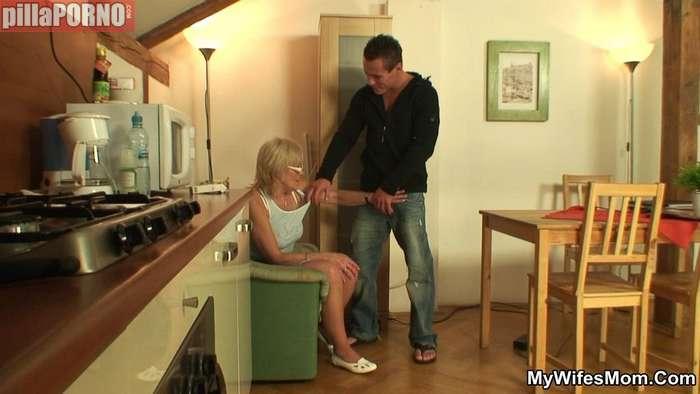 Sexo en casa de mi novia con su madre - foto 4
