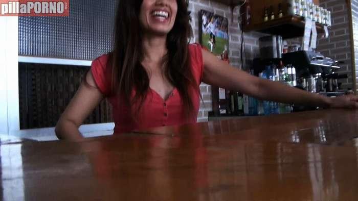 Camarera de bar interesada en grabar porno - foto 2