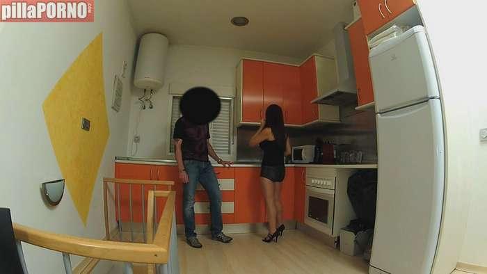 Milf española follandose al hijo de su casero - foto 1