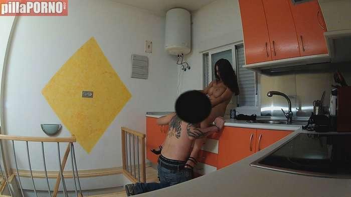Milf española follandose al hijo de su casero - foto 4
