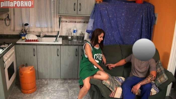 La joven se graba follando con el del butano - foto 4