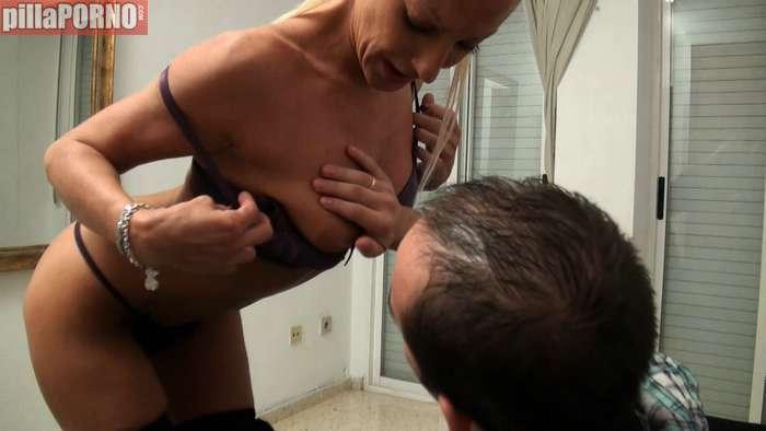 Madura española desvirgando a un yogurin - foto 3