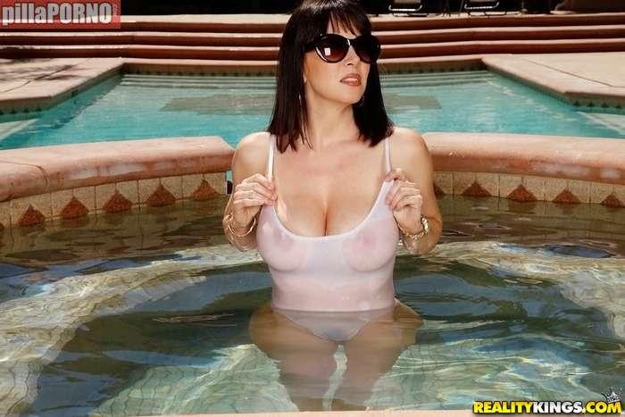 La madre de mi novia en bikini marcado coño - foto 2