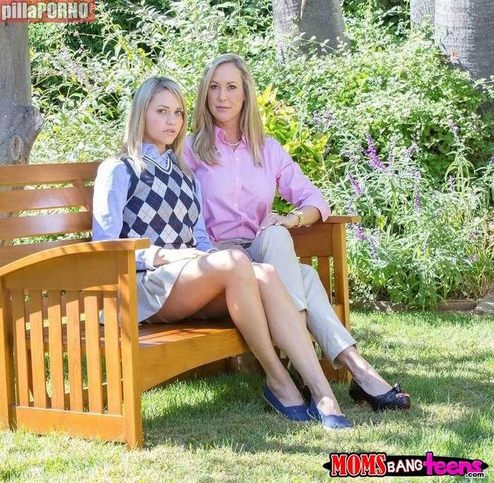Madre e hija comiendose el coño - foto 1