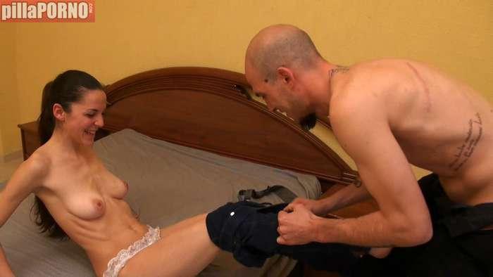 Lolita española debutando en el porno - foto 4