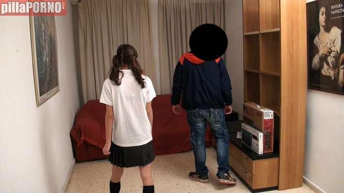 Con 18 añitos se folla al tecnico del ordenador - foto 3