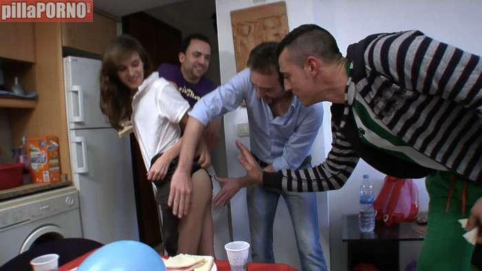 Se folla a todos los chicos de la fiesta - foto 3