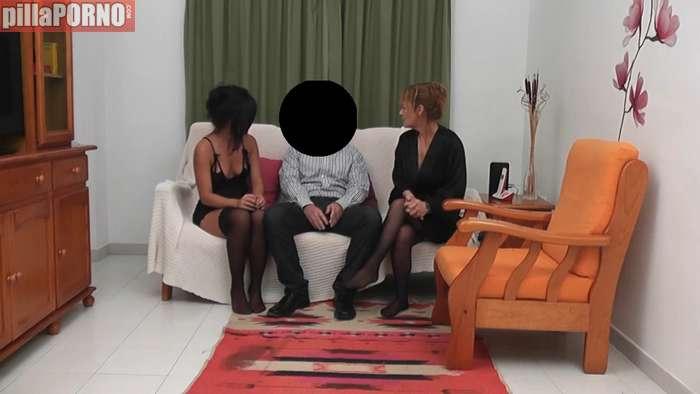 Madre e hija follandose a un productor porno - foto 1