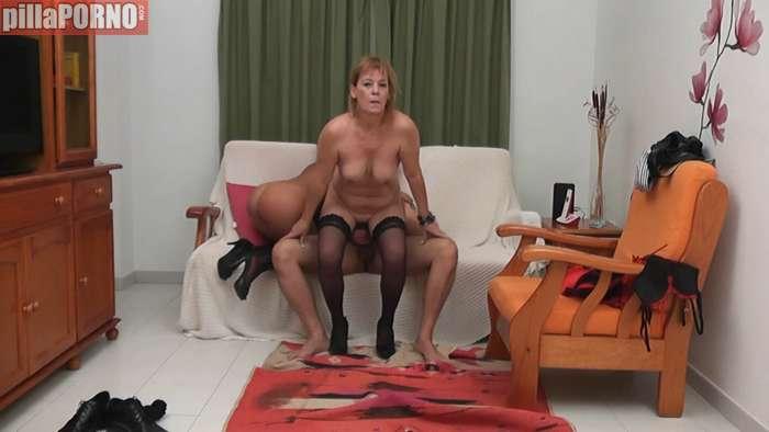 Madre e hija follandose a un productor porno - foto 5