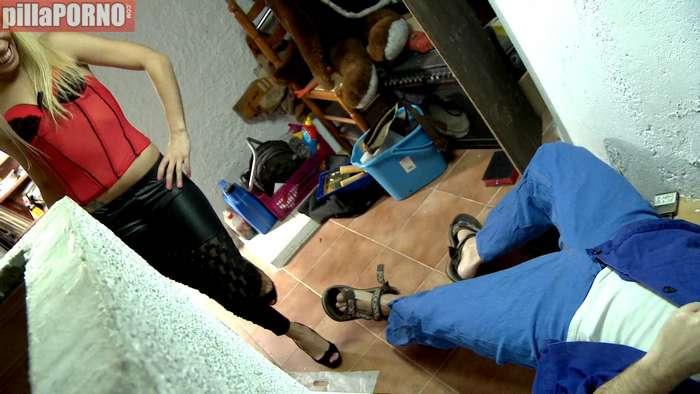 Ama de casa brasileña follandose al fontanero - foto 3