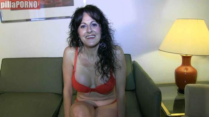 Soraya: una madre cuarentona grabando porno - foto 1