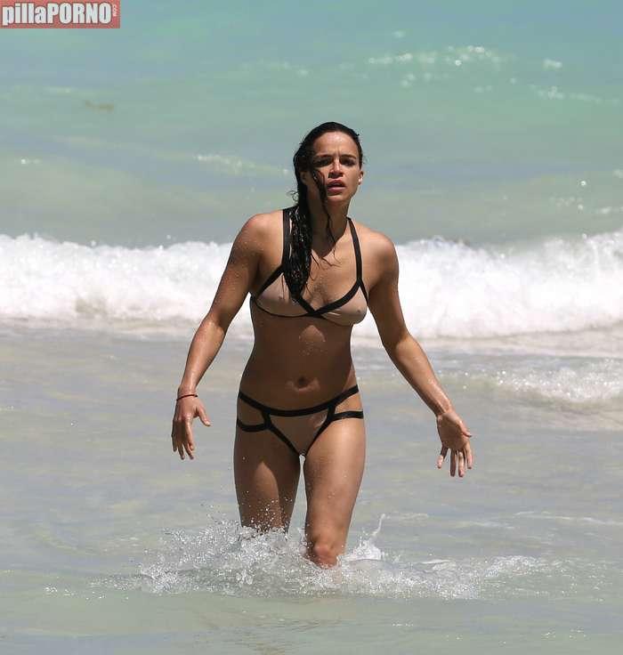 Impresionante Michelle Rodriguez en bikini - foto 1