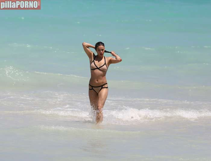 Impresionante Michelle Rodriguez en bikini - foto 11