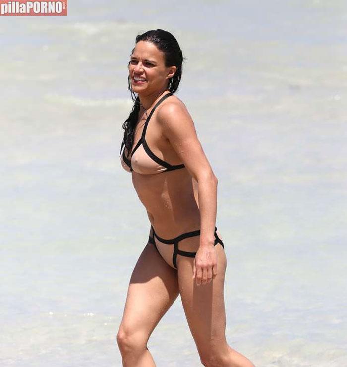 Impresionante Michelle Rodriguez en bikini - foto 13